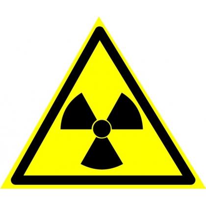 Знак предупреждающий W05 Опасно. Радиоактивные вещества или ионизирующее излучение.