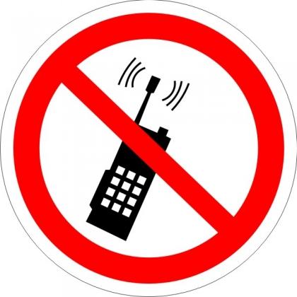 Знак Р18 Запрещается пользоваться мобильным (сотовым) телефоном или переносной рацией