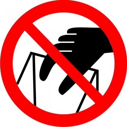 Знак Р33 Запрещается брать руками. Сыпучая масса (Непрочная упаковка)